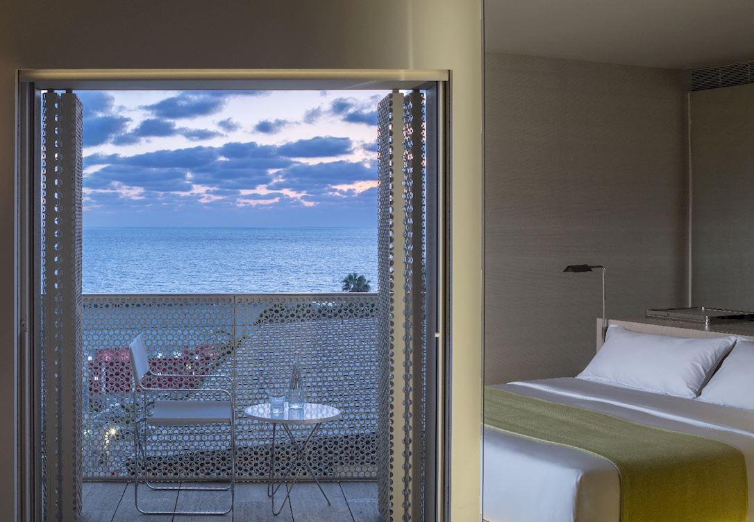 תתרווחו במרפסת פרטית מול נופי הים התיכון